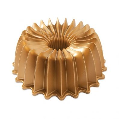 Nordic Ware Brilliance Gold Bundt Pan, 10 Cup