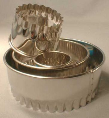 Scalloped Round Cookie Cutter, 2.5 in.